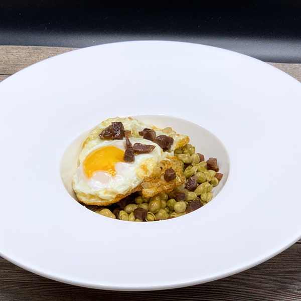 Baby Broad Beans with Ham and Fried Eggs